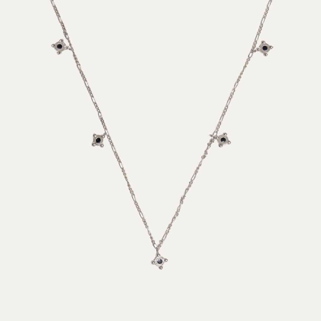 Korte ketting choker model met hangers zilver