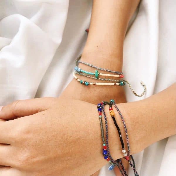 Armbandje met turquoise steen