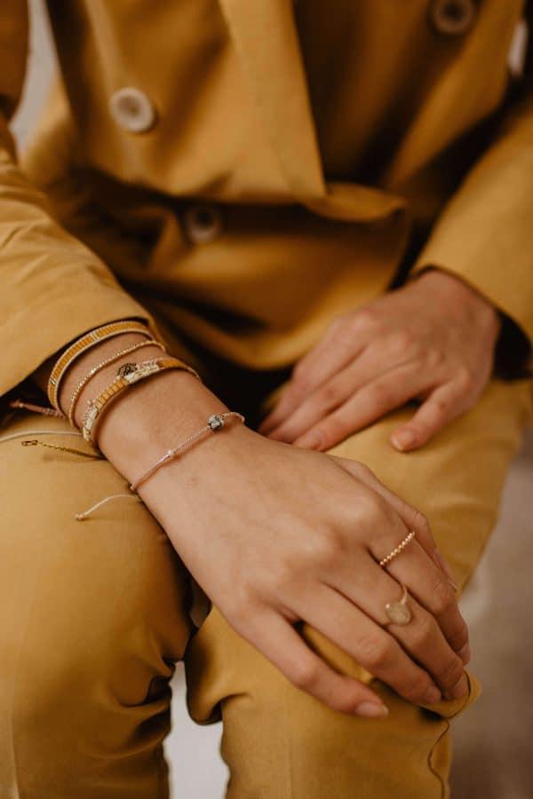 Zachtroze armband met turquoise edelsteen kraal (2)
